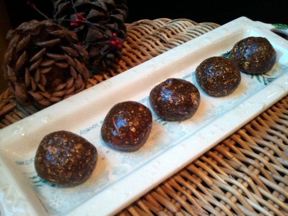 Gingerbread Cookie Protein Balls
